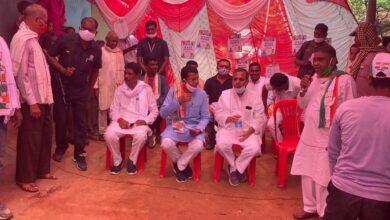 Photo of मरवाही उपचुनाव : तेज़ हुआ चुनावी सभाओं का दौर….PCC चीफ मोहन मरकाम और विधायक शैलेश पाण्डेय ने ली कई चुनावी सभाएं, कांग्रेस के पक्ष में वोट करने की अपील