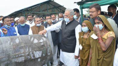 Photo of CM भूपेश बघेल पहुंचे सेलर….मुख्यमंत्री के समक्ष हुआ एमओयू, महिला समूह ने मशरूम के विक्रय के लिए एग्रो कंपनी से किया एमओयू….गौठान का भी किये निरीक्षण