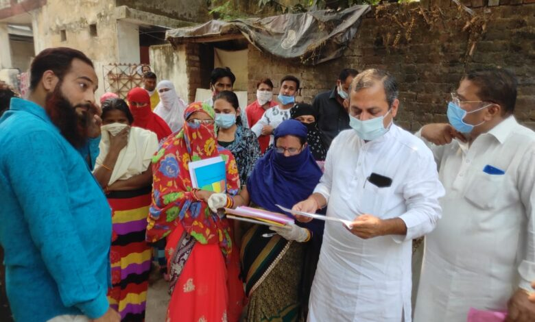 """Photo of विधायक शैलेश पाण्डेय """"दवाई तुंहर द्वार"""" अभियान में पहुंचे तालापारा, कहा – जन-जागरण से ही कोरोना को मिलेगी मात"""